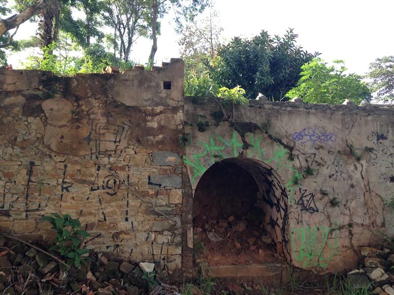 Casarão da Fazenda Jambeiro - Campinas - Ruínas da Capela, restou apenas o oratório sob a Capela