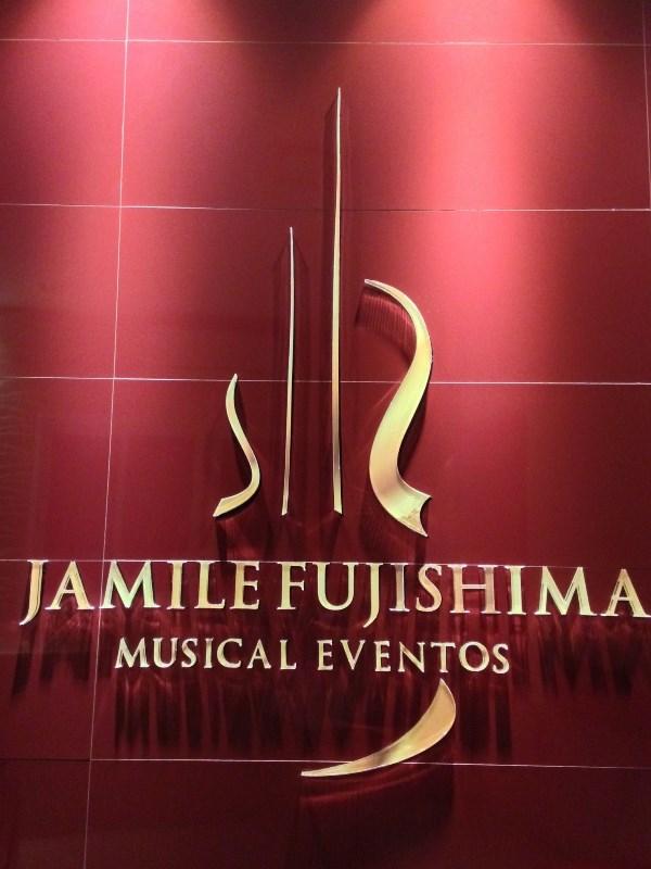Jamile Fujishima Musical Eventos - Painel com Logotipo